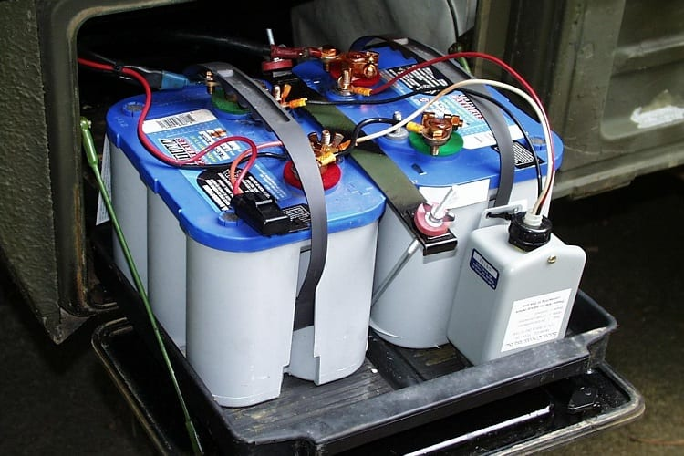 CAN YOU CHARGE RV BATTERY WHILE IT'S STILL CONNECTED?