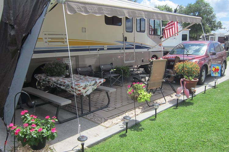 CAN I LIVE IN AN RV AND BUY LAND?